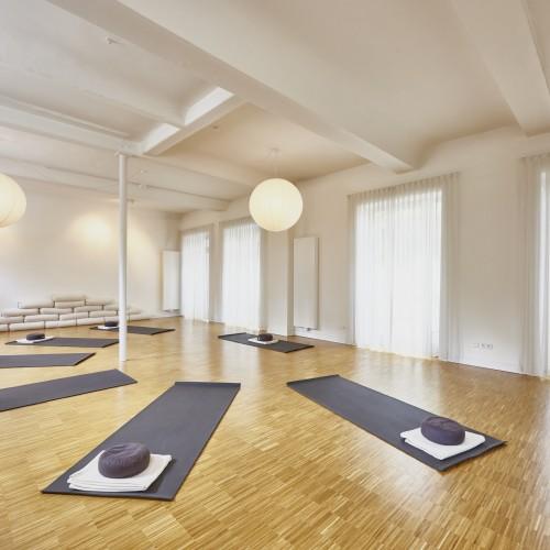 Yoga_im_Hof_DE_70007_Eversports
